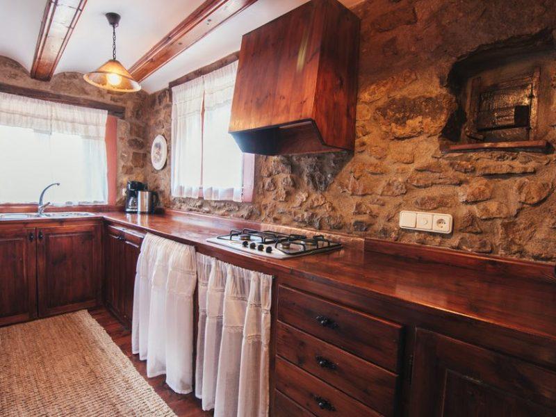 Casa rural palacio en linares de mora teruel for Cocinas rurales