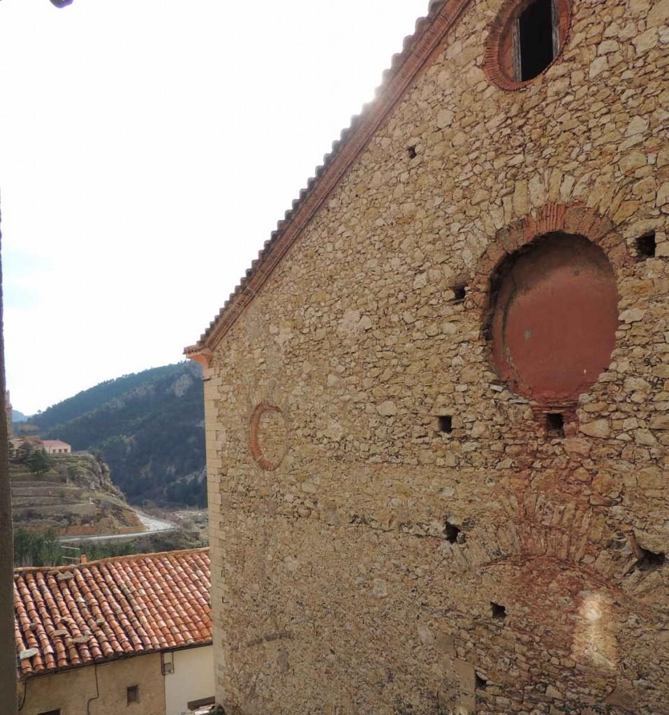 Vistas de Linares de Mora desde la cocina de la casa rural Palacio