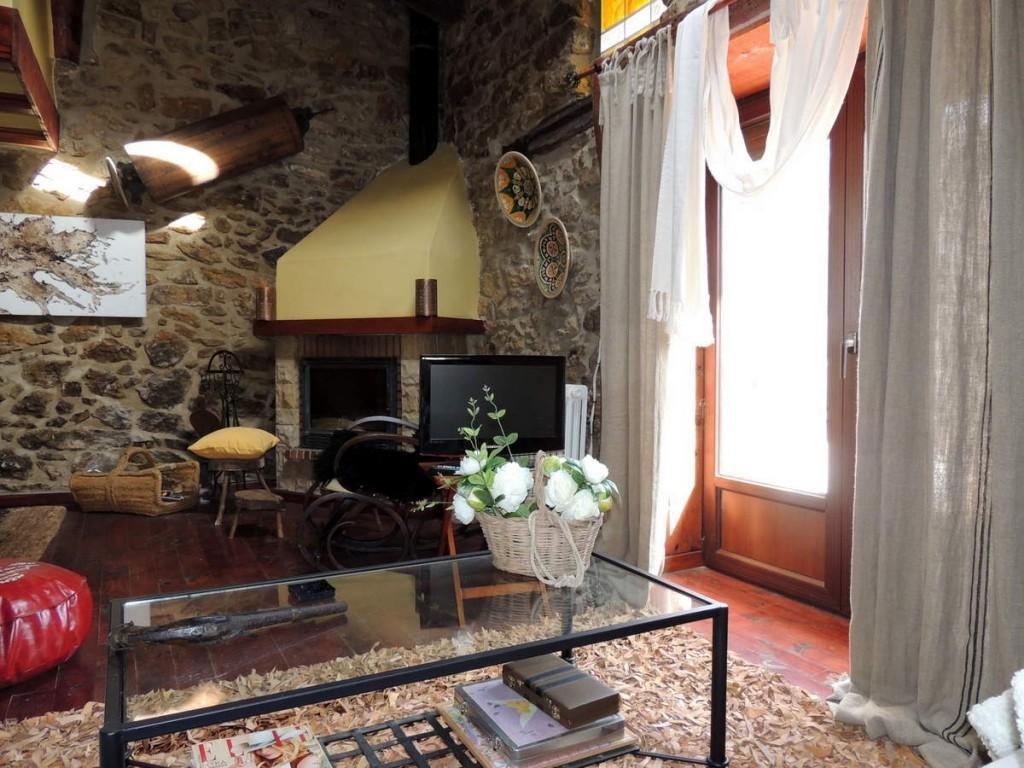 Chimenea de fuego Casa Rural en Linares de Mora, Teruel