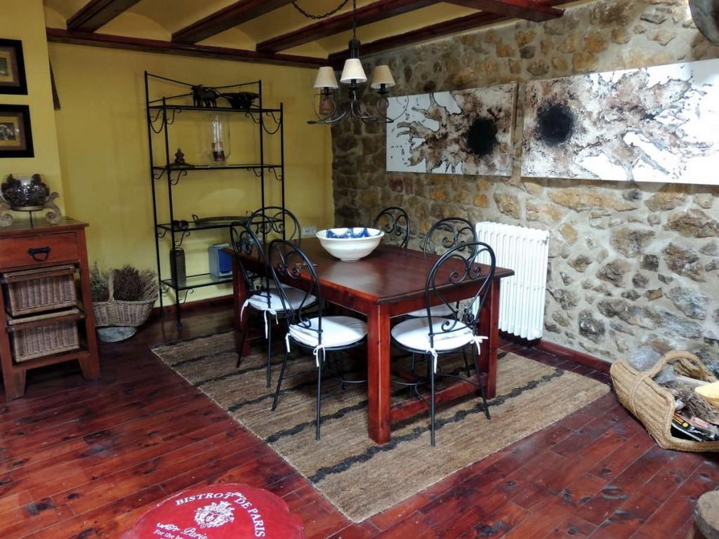 Comedor casa rural en Linares de Mora