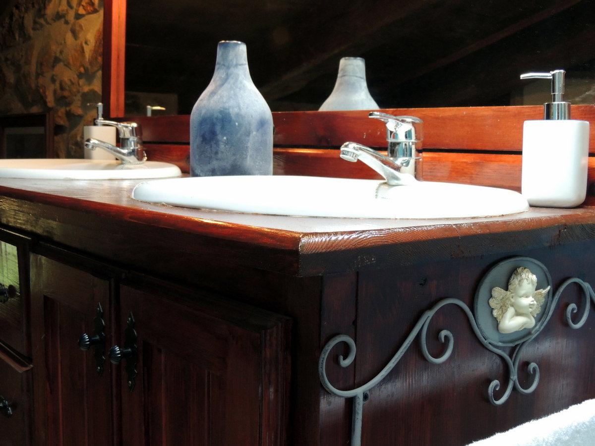 Detalles baño casa rural Linares de Mora