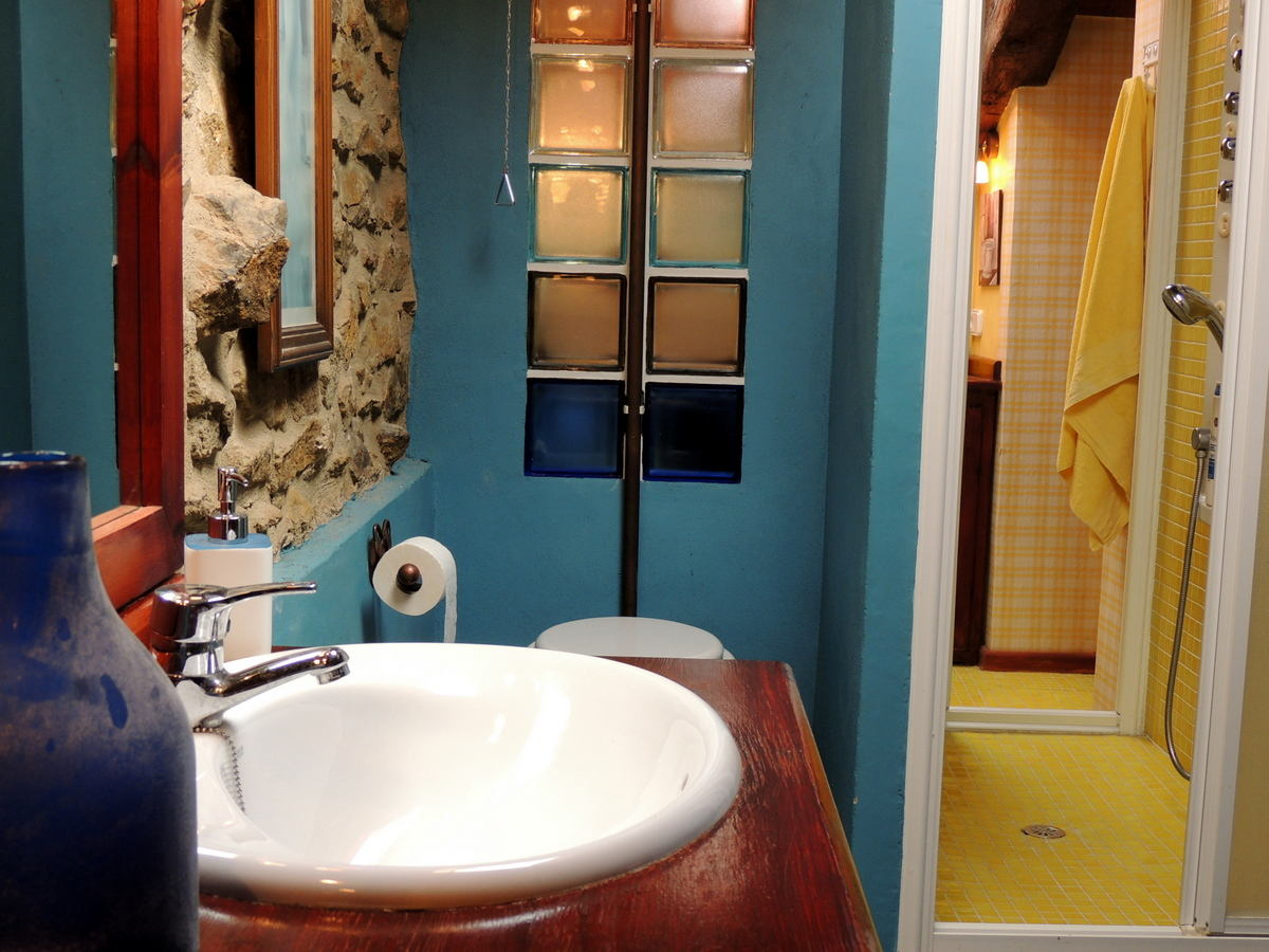 Baño habitación matrimonio casa rural Palacio Linares de Mora