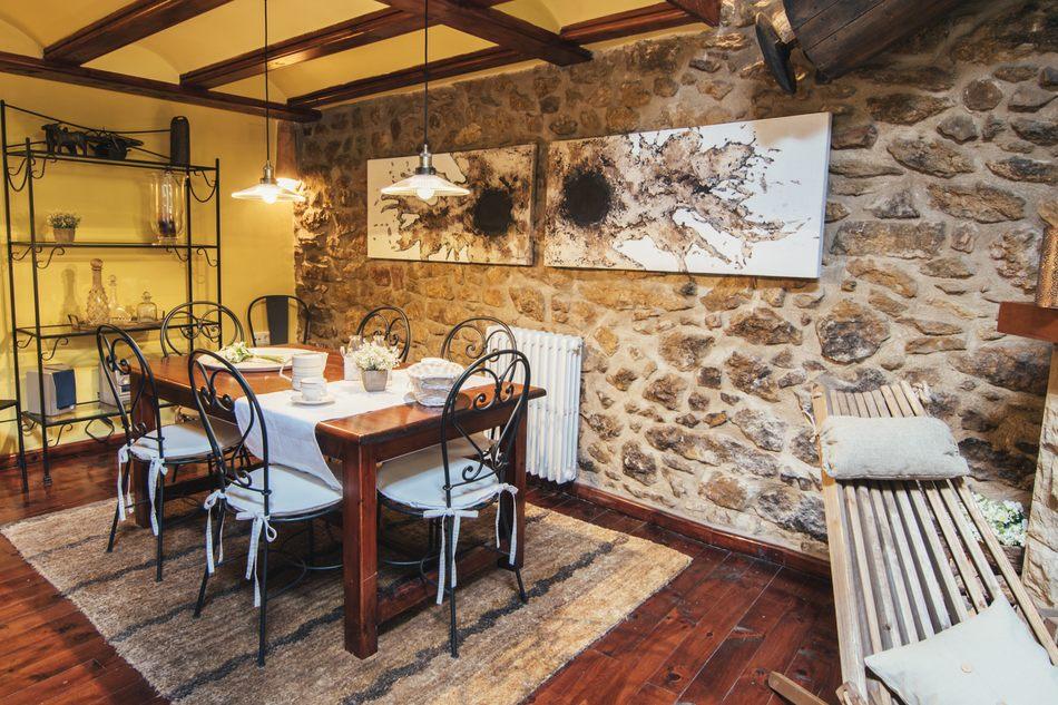 Casa Rural con amplio salón en Linares de Mora