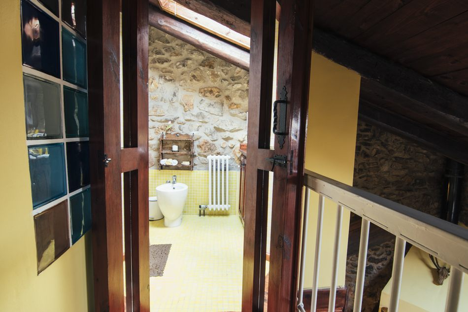 Aseo planta arriba Casa Rural en Linares de Mora, Teruel