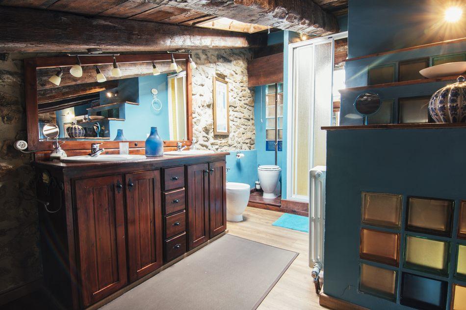 Aseo habitación matrimonio Casa Rural en Linares de Mora, Teruel